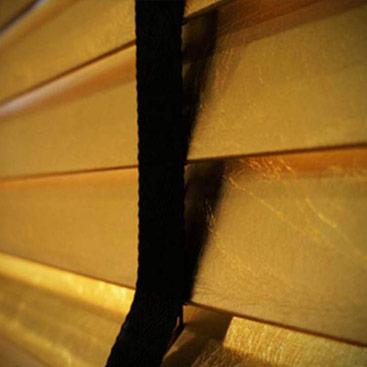 La Tappezzeria di Modena - veneziane Woodline foglia oro